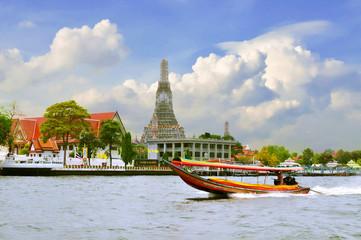 Long tail motor boat cruise in front of Wat Arun in Chaopraya ri