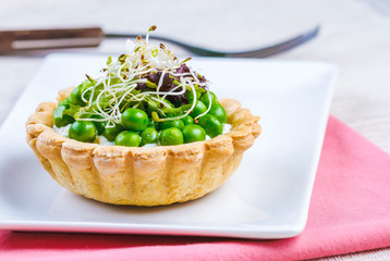 Tartlets with green peas