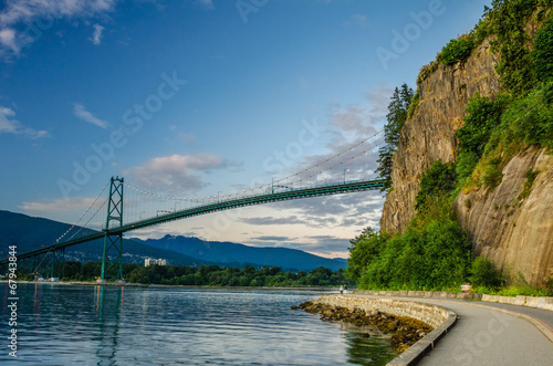 Fotobehang Brug Lions Gate Bridge and Seawall of Vancouver at Dusk
