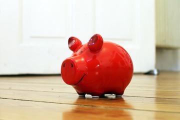 rotes Sparschwein zuhause