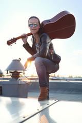 Kobieta z gitara