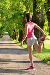 Mujer corredora atleta corriendo trotando ejercitando.