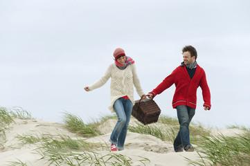 Deutschland,St.Peter- Ording,Nordsee,Paar auf Strand