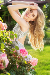 Fashion beauty girl with roses flowers