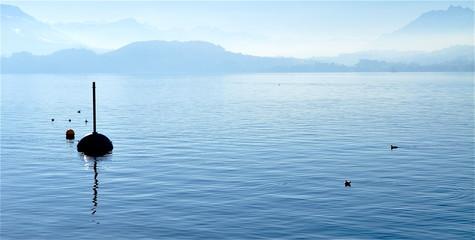 Seelandschaft in blau Tönen - Hintergrund