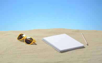 Arena con cuaderno
