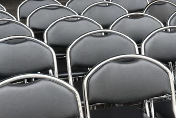 Sessel vor dem Einlass