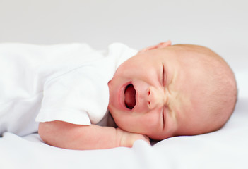 newborn baby crying because of cramps