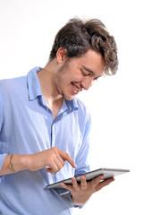 Joven ejecutivo usando un tablet digital.tecnología.