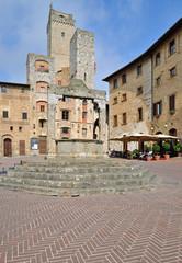 Piazza della Cisterna im berühmten San Gimignano