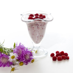 Yogurt with raspberries