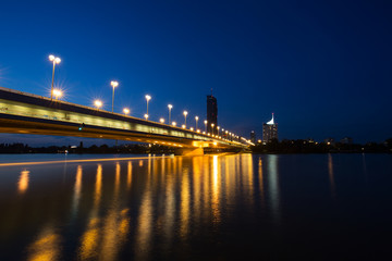 Wien, Reichsbrücke bei Nacht
