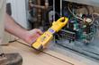 Leinwanddruck Bild - Technician checking compressor amps