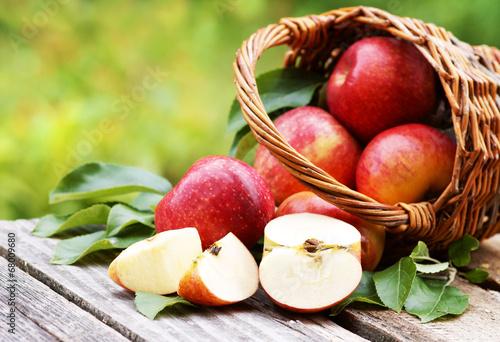 """Leinwanddruck Bild Korb mit frischen Äpfeln """"Evelina"""", Copy space"""