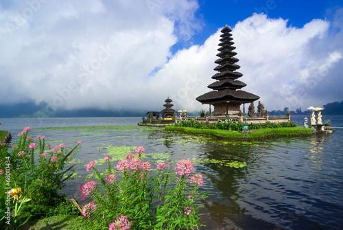 Foto op Plexiglas Indonesië Pura Ulun Danu Bratan, a water temple on Bali, Indonesia