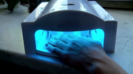 Drying nails in the UV Lamp Nail Dryer Machine.