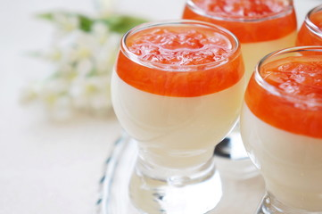 Vanilla mousse with grapefruit sauce