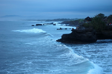tanah lot holy temple