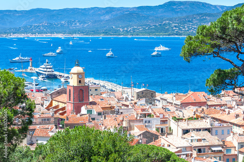 Poster Stad aan het water Panoramic view of the bay of Saint-Tropez, France