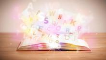 Ouvrir le livre avec des lettres brillantes sur fond de béton