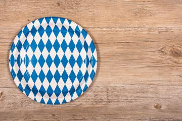 Pappteller mit Rauten in blau und weiss