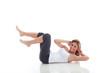 Junge Frau macht Bauchübung