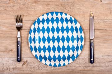 Messer und Gabel mit Teller in blau und weiss