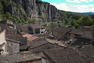 Vogüé, vue du château.