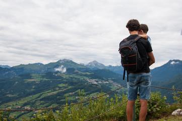 padre con figlio montagna
