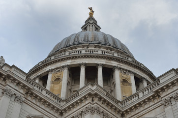 Symmetrical view of st pauls dome