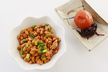 おいしそうな納豆と梅干