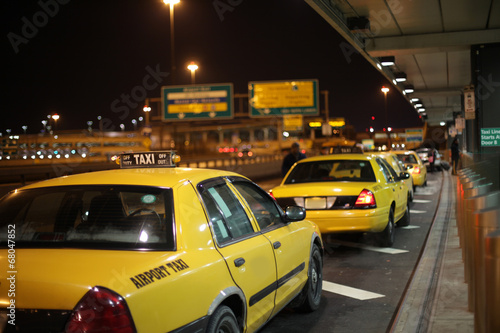 Leinwandbild Motiv Airport Taxi Lineup
