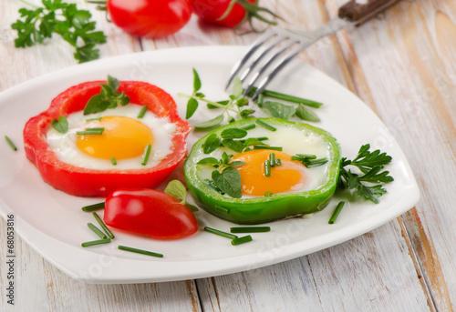 Leinwanddruck Bild Healthy breakfast - fried eggs with paprika. Selective focus