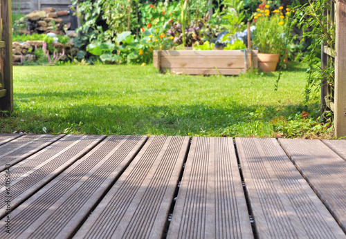 Fotobehang Tuin terrasse bois et jardin
