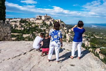 Touristes à Gordes
