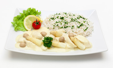 Hühnerfrikassee mit Spargel und Reis