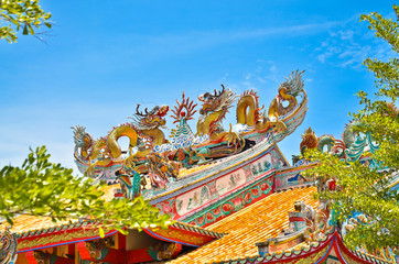 Dragon Ceramic decorate at the top at Pagoda