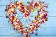 Leinwandbild Motiv Herz aus bunten Blüten