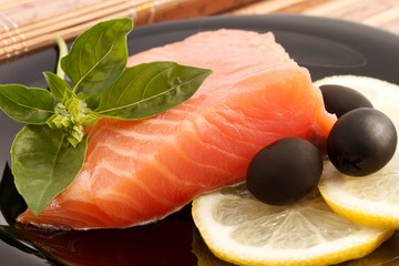Delicious Salmon with Basil, Lemon and Olives