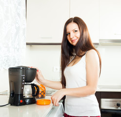 girl making coffee