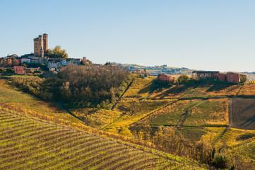 Castello di Serralunga in autunno, Langhe