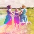 Drei Mädchen im Dirndl