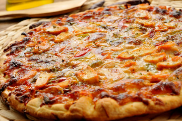 pizza with chicken and vegetables