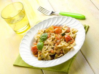 pasta with fresh tomatoes zucchinis and carrots
