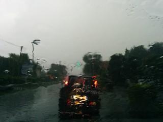 Pioggia dal vetro dell'auto