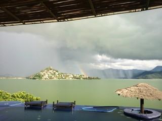 atardecer lluvioso en Valle de Bravo, México