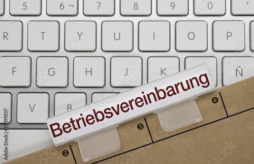 Leinwanddruck Bild Betriebsvereinbarung. Tastatur