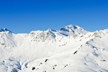 downhill skiing tracks in Portes du Soleil region