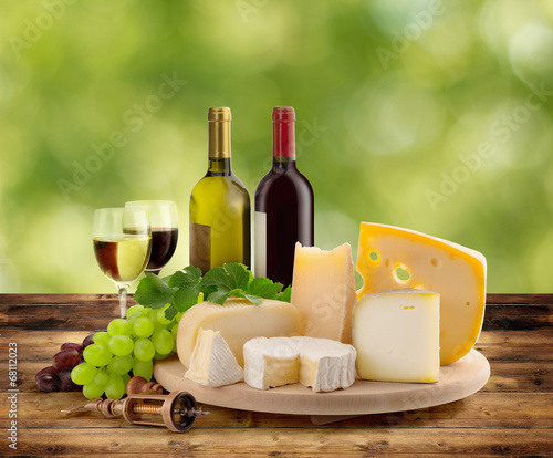 wine and cheese tasting in the countryside - 68112023