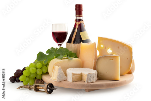 Staande foto Zuivelproducten assorted cheese and red wine